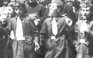 Παπα Στέφανος Ζήτης αριστερά, και παπα Νικόλας δεξιά. Απο οικογενειακό αρχείο Γιαννη (Πρίφτη) Κολιοπέτσο. Λίγο πριν το 1940.